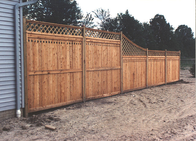 Good neighbor privacy fence with lattice by elyria fence for Good neighbor fence plans