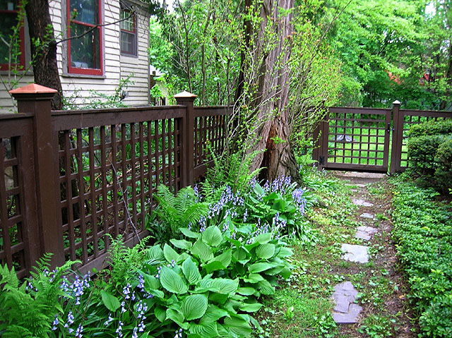 square lattice fence by Elyria Fence