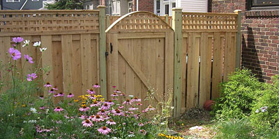 Good Neighbor Shadowbox Board on Board Fencing with Lattice built by Elyria Fence