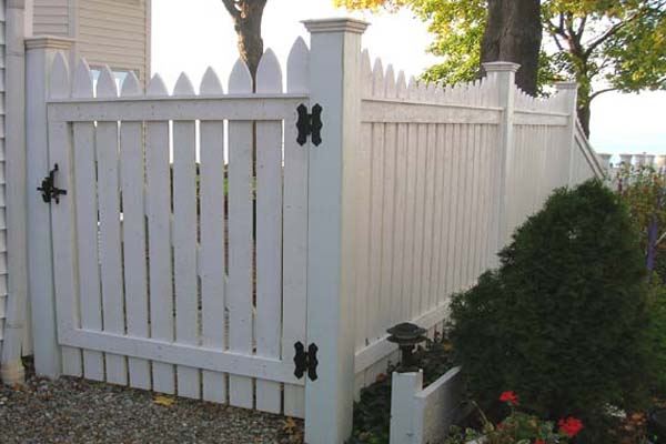 Good Neighbor Picket Fencing Built By Elyria Fence