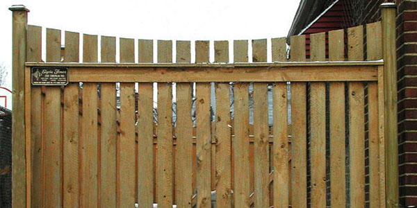 Good neighbor sabre scallop picket fence by elyria fence for Good neighbor fence plans