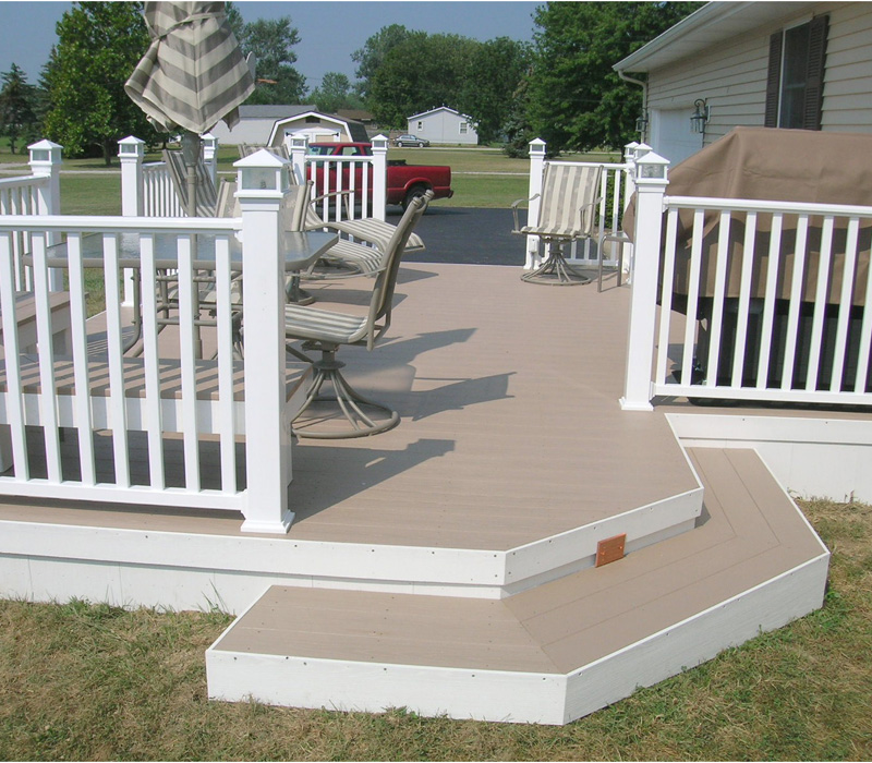 Composite deck with vinyl railing and lighted post caps by for Balcony colour combination