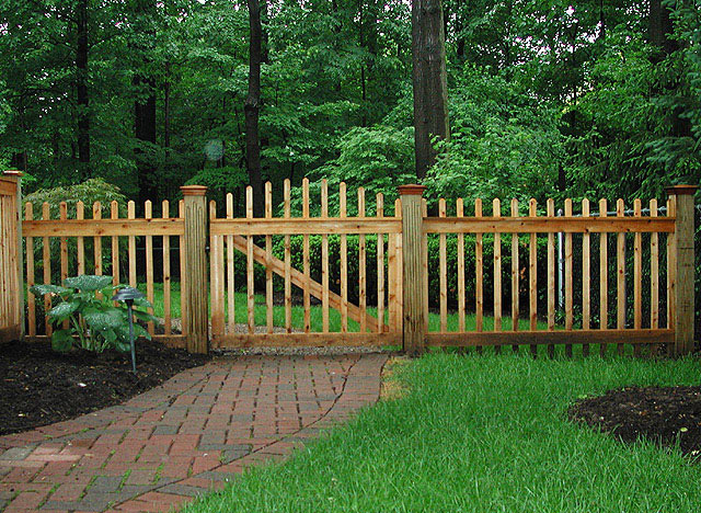 wood boston picket by Elyria Fence